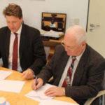 Kooperationsvertags-Unterzeichnung - Fraunhofer-Instituts für Mikrostruktur - Herr Wehrspohn und Herr Spies